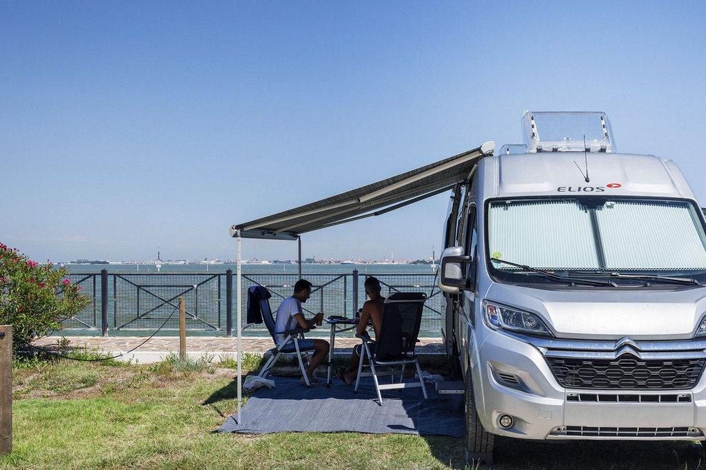 Piazzole campeggio Fronte Laguna